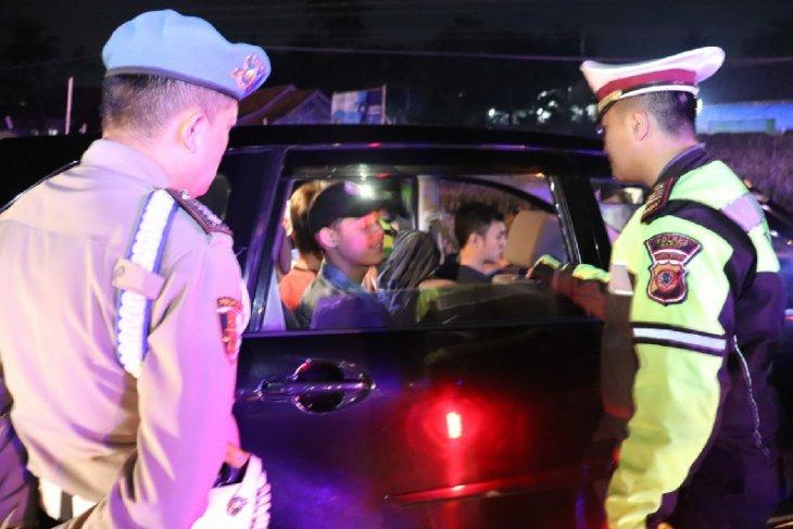 Polisi razia massa