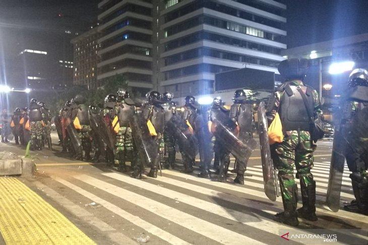 Massa di Bundaran HI sepakat bubarkan diri, namun sejumlah massa lainnya terus memprovokasi