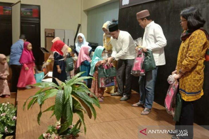 Kejari Pangkalpinang buka bersama anak yatim piatu