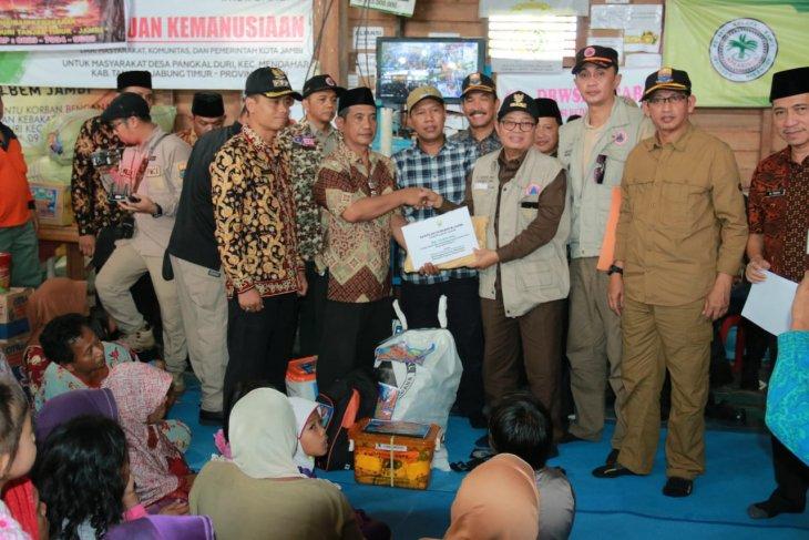 Gubernur Jambi serahkan bantuan untuk warga Pangkal Duri