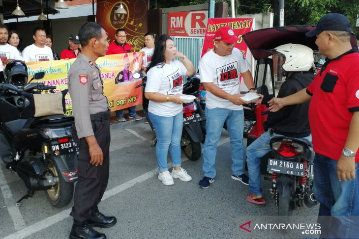 KKK Kota Gorontalo bagikan takjil untuk pengguna Jalan