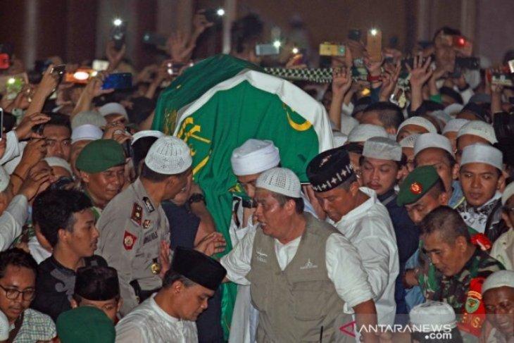 Pemakaman Ustaz Arifin Ilham Foto Page 2