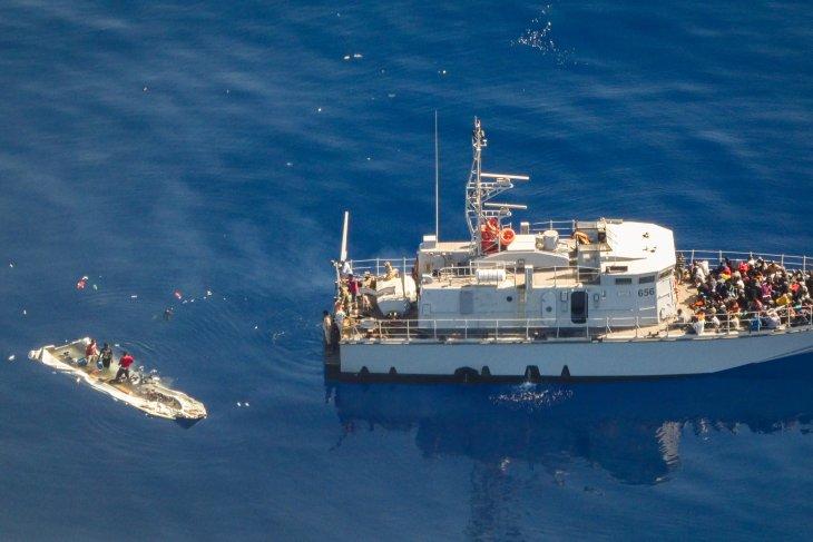 Penjaga pantai Libya selamatkan 290 migran
