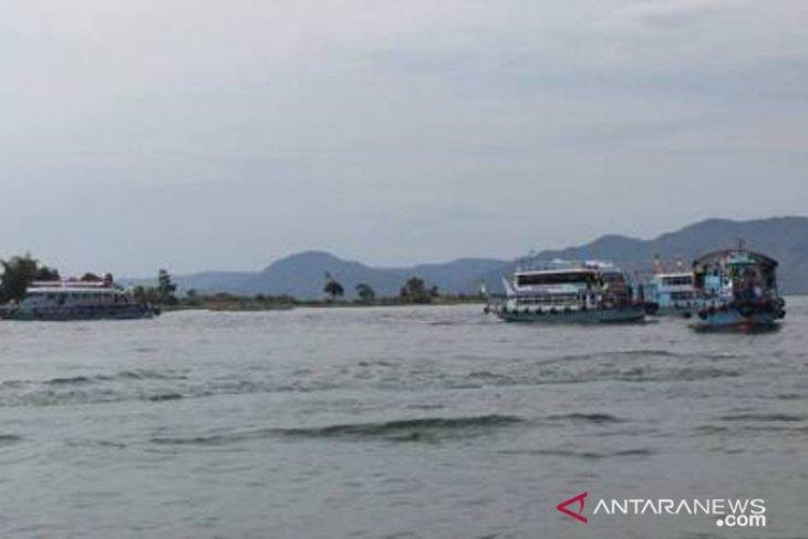 Kapal penumpang Danau Toba siap beri pelayaran aman