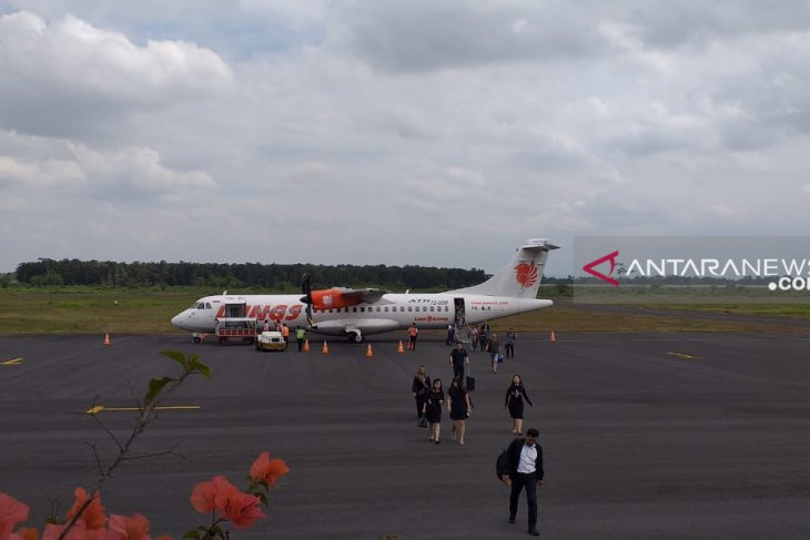 Jember airport's operations remain unaffected by Mt Agung's eruption
