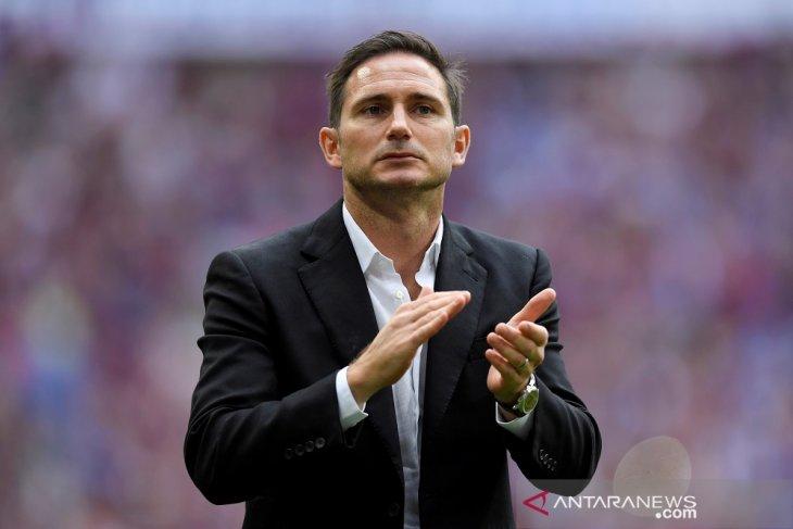 Lampard tak tertarik bahas isu latih Chelsea