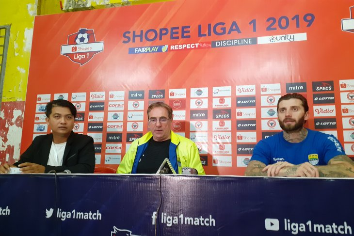 Persib gagal realisasikan target tiga poin di Padang