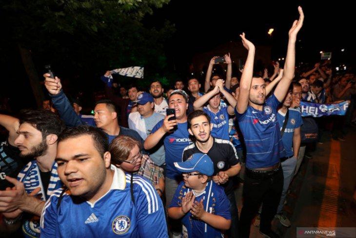 Suporter Chelsea Berdatangan Jelang Partai Final vs Arsenal