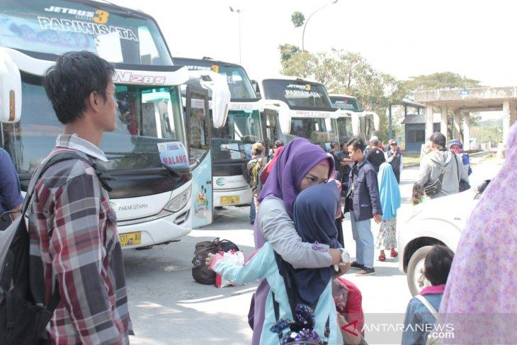 Indocement memberangkatkan 235 peserta mudik bersama