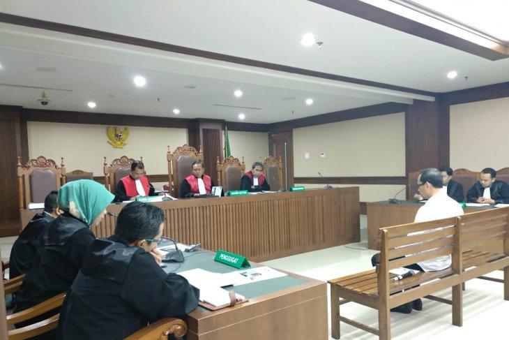 Kakanwil Kemenag Jatim didakwa suap Romahurmizy Rp325 juta