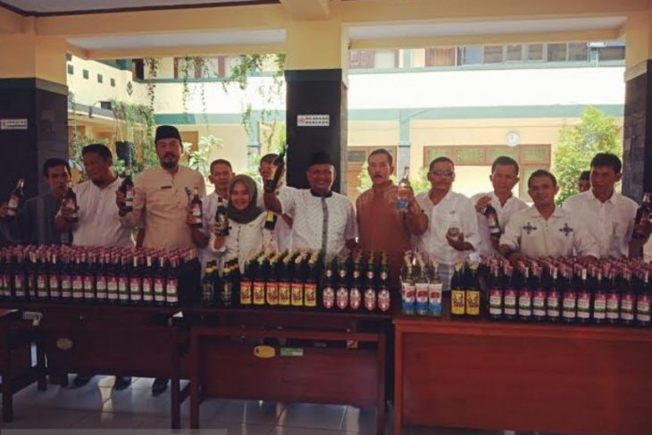 Satpol PP Tangerang sita miras hasil penggerebekan
