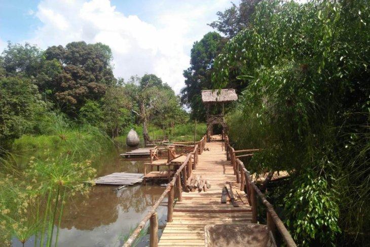 Komunitas Lubuk Penyengat perbaiki wahana wisata sambut liburan lebaran