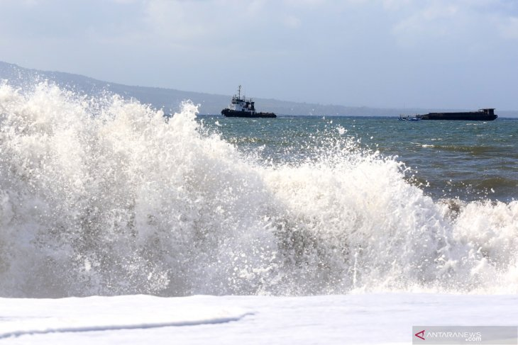 Indonesian waters facing possible six-meter high waves