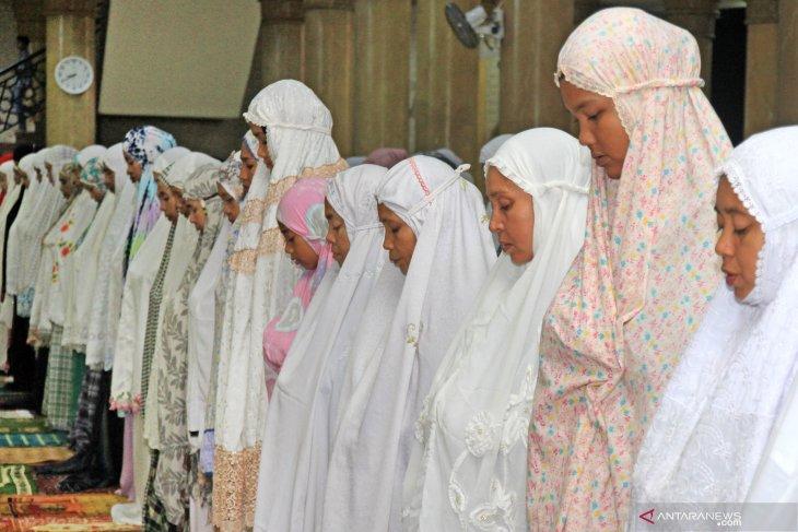 Pesantren seluruh Indonesia diminta shalat gaib untuk  Ani Yudhoyono