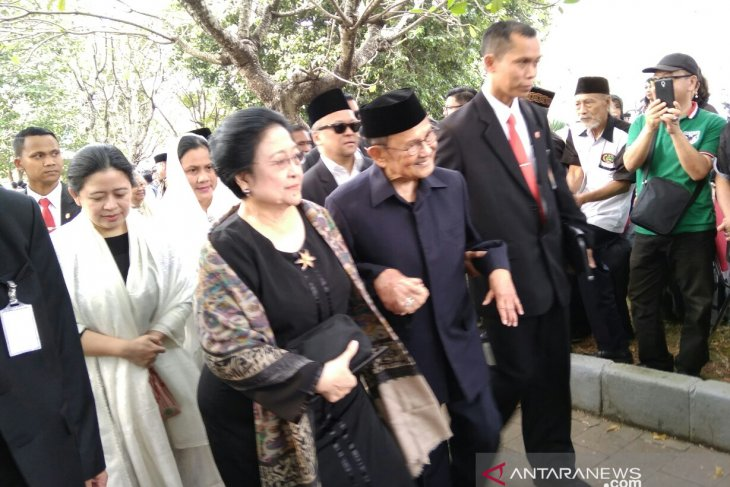Megawati Soekarnoputri hadiri pemakaman Ani Yudhoyono