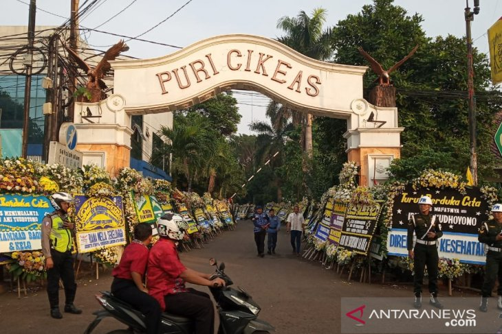 Ada dua kali upacara sebelum pemakaman Ani Yudhoyono