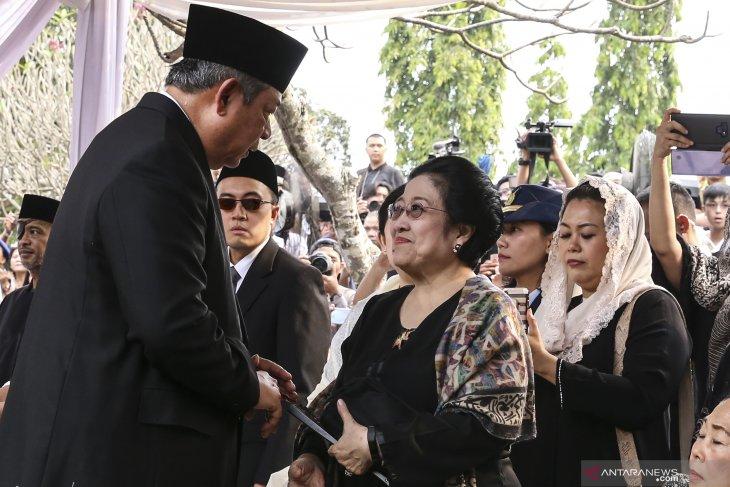 Megawati dan Puan enggan komentar terkait Ani Yudhoyono