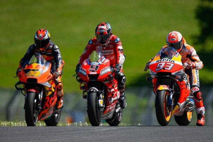 Serangan dua motor Ducati repotkan Marquez