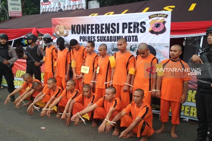 Polres Sukabumi Kota memajang pelaku kriminalitas di pusat kota