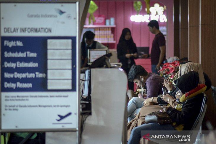 Pemudik di Bandara Husein menurun