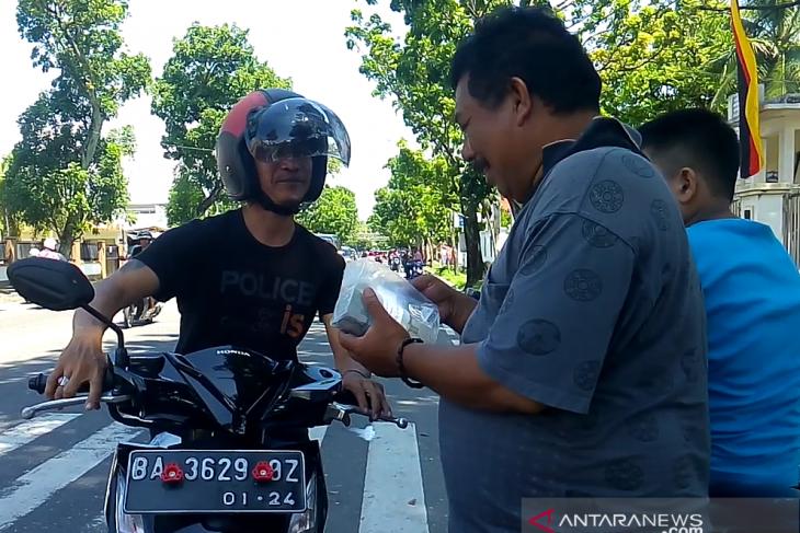 Penukaran pecahan uang pinggir jalan di Padang capai Rp21 juta sehari