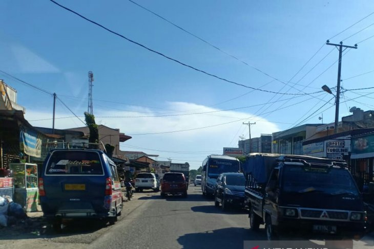Arus lalulintas arah ke wisata Danau Toba ramai lancar