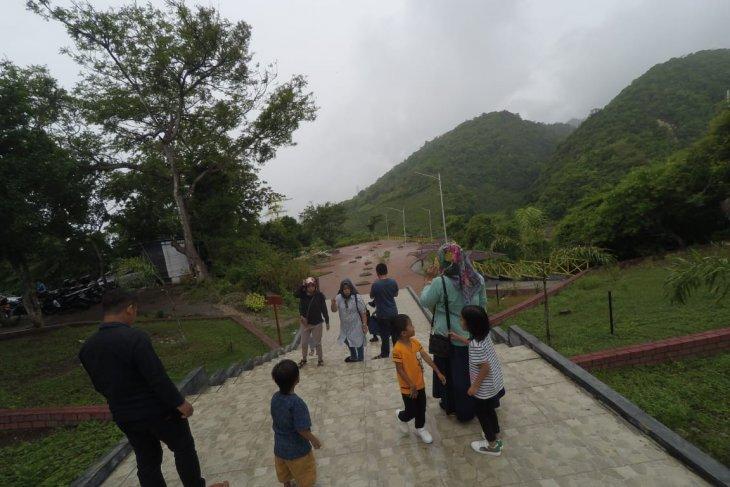 Benteng Otanaha tujuan libur Lebaran sejumlah warga