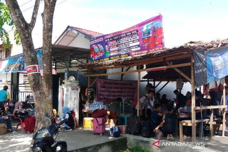 Penumpang arus balik padati loket bus di Tanjungbalai