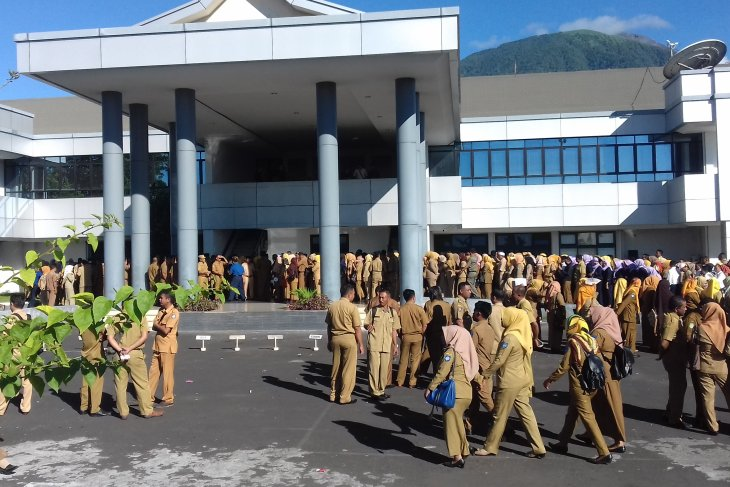 North Maluku cracks whip on civil servants absent from office