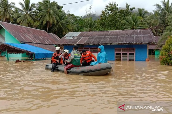 North Konawe flood victims eagerly await assistance