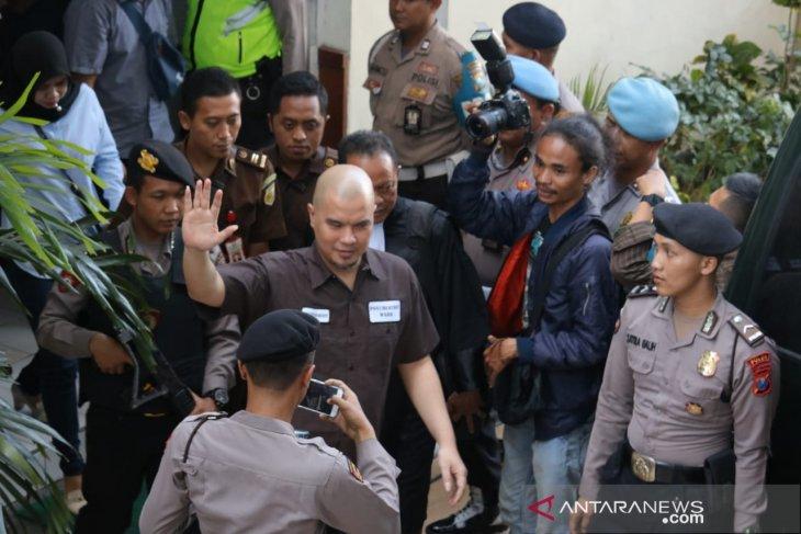 Kejaksaan kembalikan Ahmad Dhani  ke Cipinang