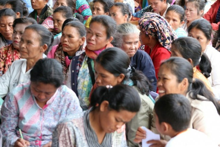 Kartu pengganti raskin untuk warga kurang mampu di Ronggur Nihuta Samosir