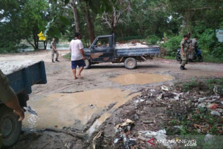 Resahkan masyarakat, Satpol PP Babel tertibkan aktivitas pengerukan pasir
