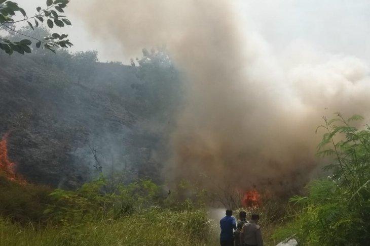 Tiga hektare lahan kawasan gua Jepang di Lhokseumawe  terbakar