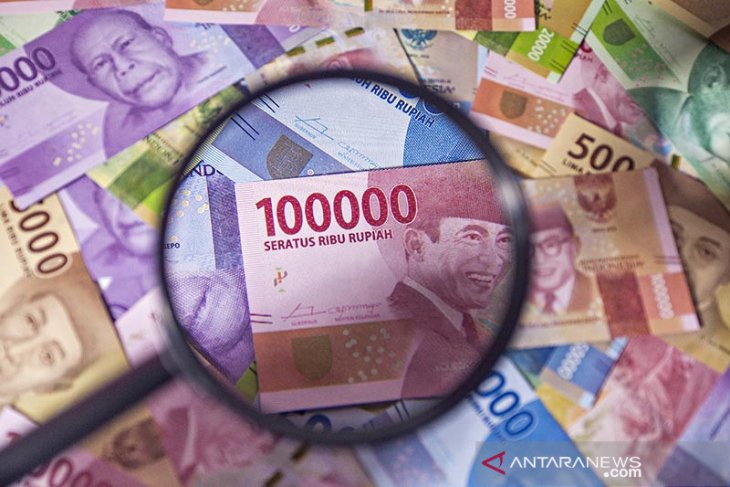 Rupiah forecast to weaken after IMF lowers economicprojection