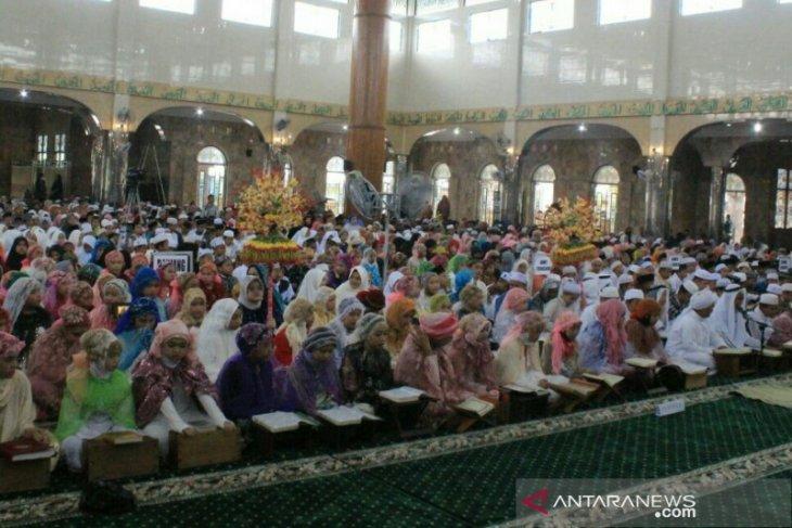 2611 pelajar sekolah dasar Khattam Quran bersama