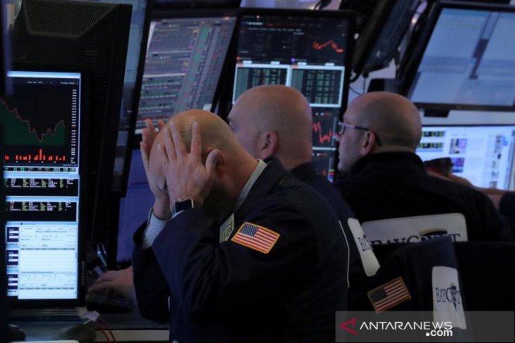 Wall Street ditutup lebih rendah di tengah serangkaian laporan laba perusahaan