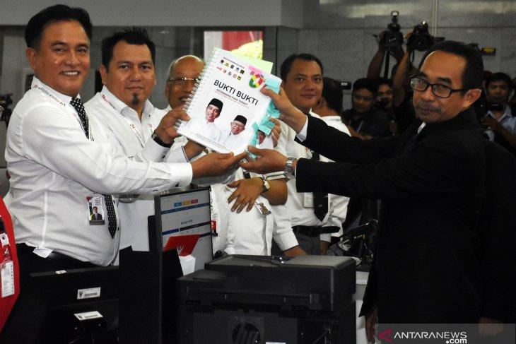 Kuasa hukum Jokowi-Amin siapkan kejutan untuk bantah dalil Prabowo-Sandi