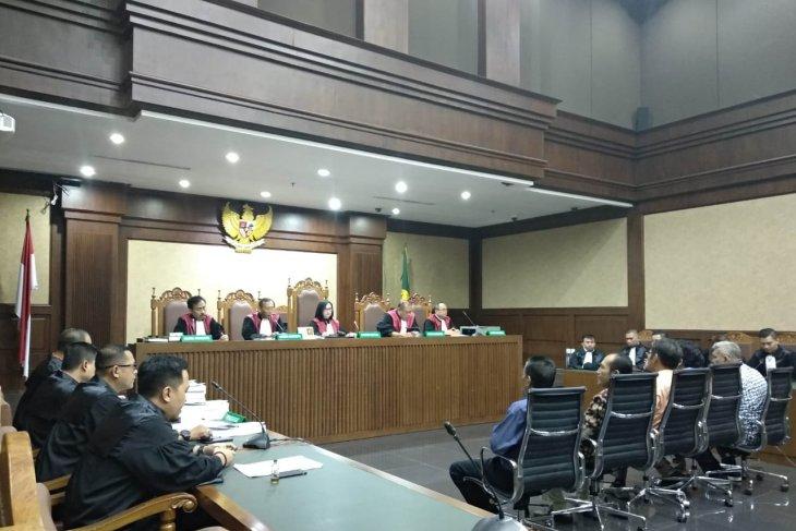 Dua hakim  PN Jaksel penerima suap dituntut 8 tahun penjara