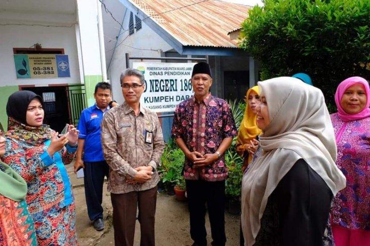 Bupati Masnah inspeksi hari pertama masuk sekolah di Kumpeh