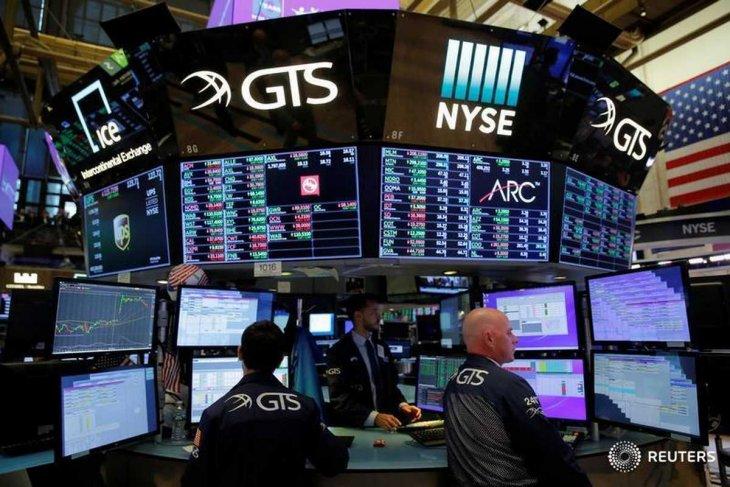 Wall Street ditutup lebih tinggi ditopang musim laporan laba yang kuat