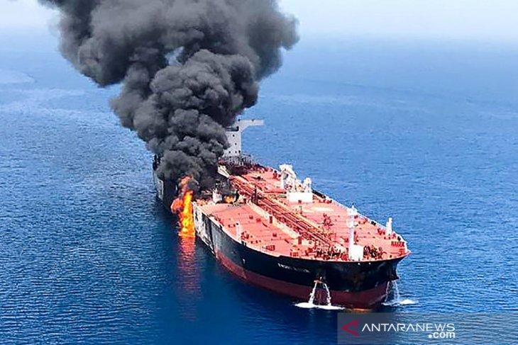 Berita Dunia - Ledakan membakar tanker Iran di dekat pelabuhan Saudi
