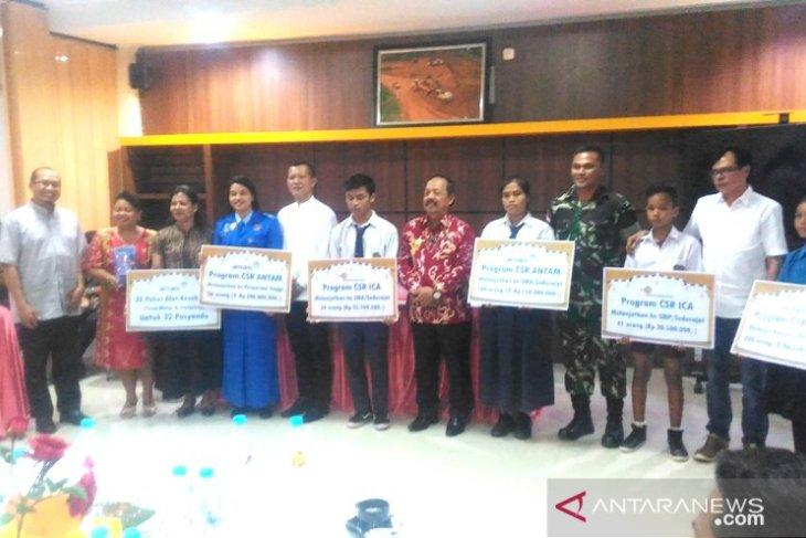ANTAM serahkan bantuan pendidikan Rp600 juta di Sanggau