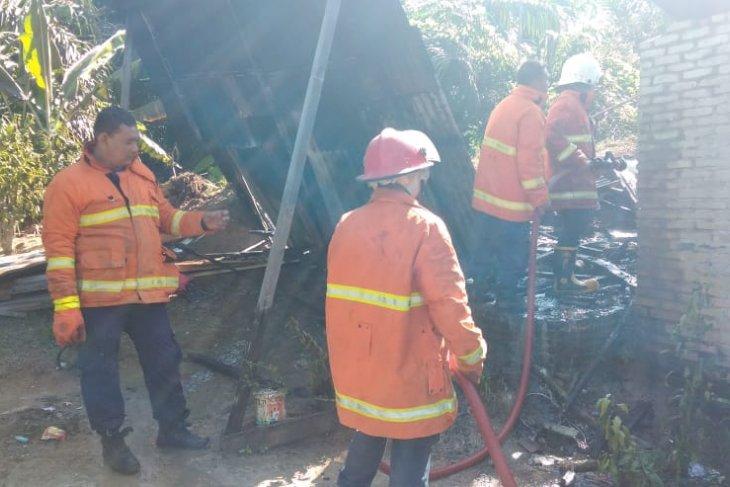 Tabung gas meledak, dua rumah semi permanen terbakar di Tebing Tinggi