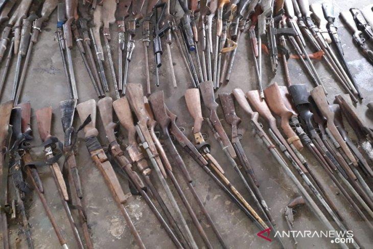 Pamtas RI-Malaysia amankan 160 senjata api rakitan