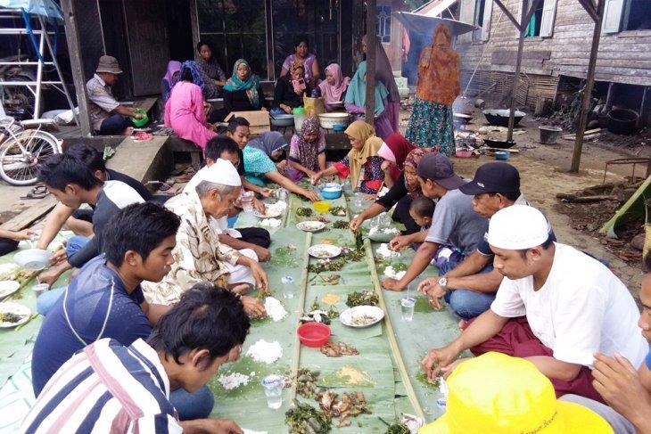 Tradisi makan di daun pisang