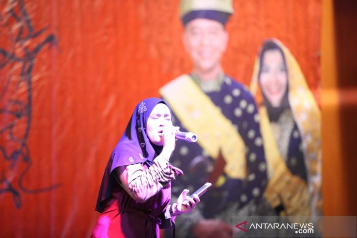 120 Malaysian students study poetry in Tanjungpinang