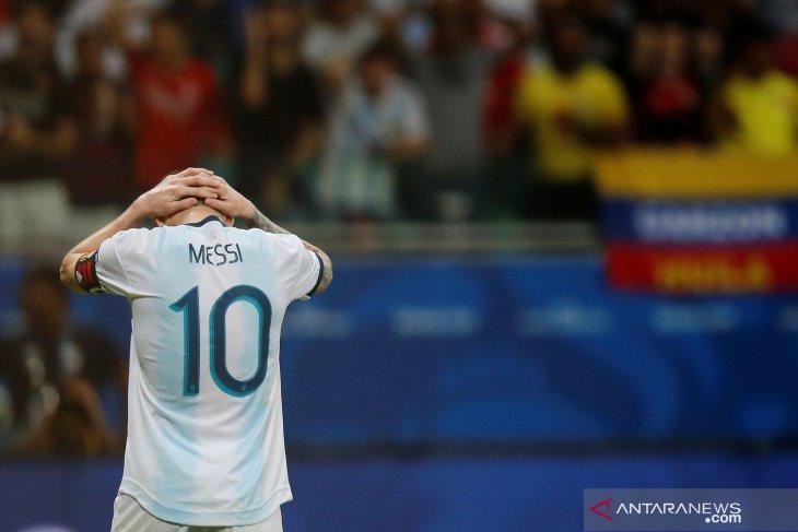 Usai dikalahkan Kolombia, Messi  40 menit berbicara ke media