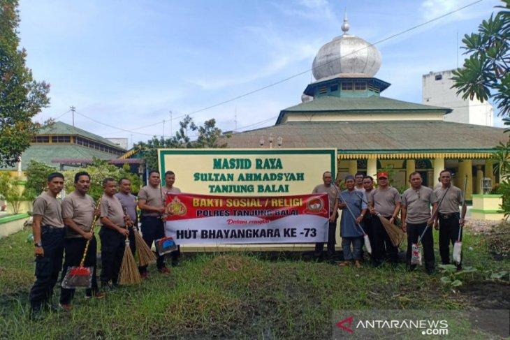 Sambut HUT Bhayangkara, Polres Tanjungbalai gelar bakti sosial