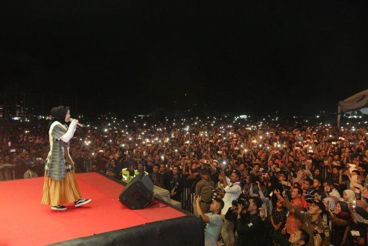 Nissa Sabyan hipnotis masyarakat Banda Aceh